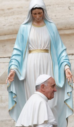 Pope-Francis-and-Mary