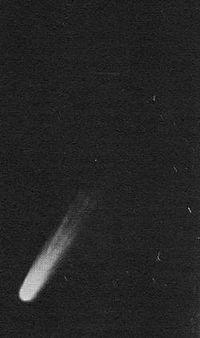 200px-Comet_Arend-Roland_195729tailsplitin3