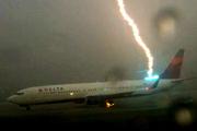 Boeing-737-lightning-strike_180x120