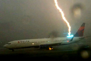 Boeing-737-lightning-strike_180x120
